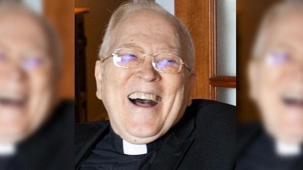 O sacerdote que cuidaba dos sacerdotes