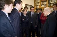 Cun grupo de mozos no Colegio Maior La Estila