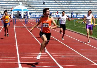Juan Stenner, al finalizar una prueba de atletismo