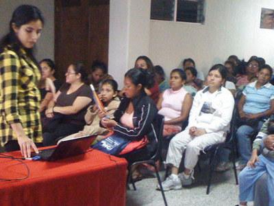 También se ofrecen seminarios sobre temas diversos como: higiene en casa, primeros auxilios, derechos de la mujer...