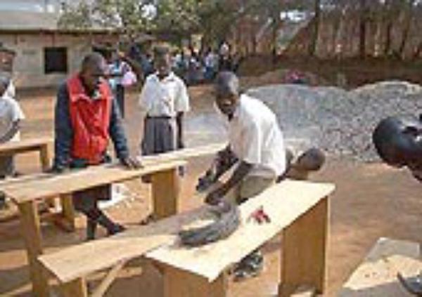 Goimendi ikastetxeko boluntarioek Ugandan eman dute uztaila