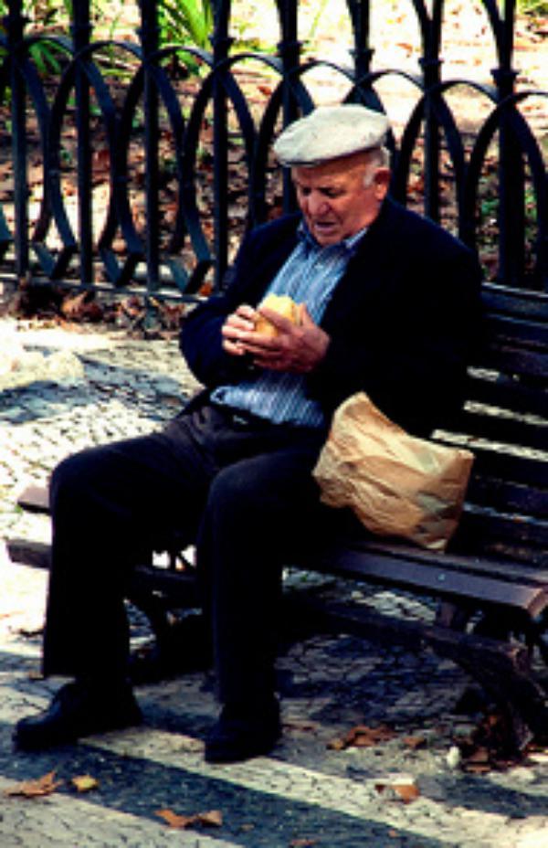 El Papa pide ser generosos contra la soledad