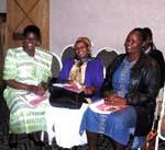 Frankie Gikandi, ředitelka Kimlea Technical Training Centre, se dvěma účastnicemi projektů Nadace Kianda – Joycí z Limuru a Rosafenou z Ngong'.