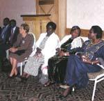 (Zprava) Christina Pratt a Margaret Kenyatta, dcery prvního prezidenta Keni (Christina navštěvovala Kianda College), paní Joyce Mpanga zNadace Kabaka z Ugandy, Maria Angeles Canel, ředitelka Nadace Kianda.