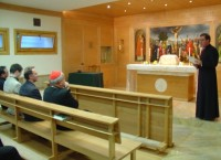 Ks. Piotr Prieto wita ks. kardynała Dziwisza w Barbakanie
