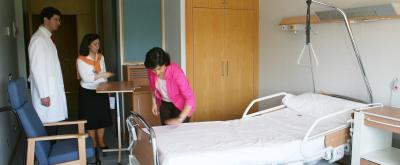Para que algunas familias que tienen un enfermo a su cargo puedan descansar, algunos ancianos pasan la noche en Laguna.