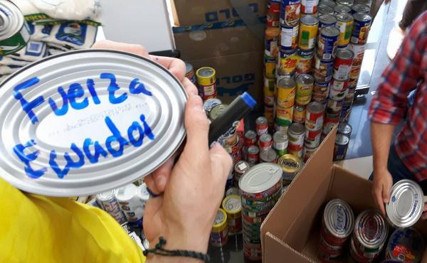 Depois do terramoto no Equador, jovens em ação