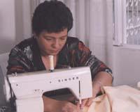 Zoila Rosa tiene tres hijas y aspira a montar un taller de cortinería en el barrio.