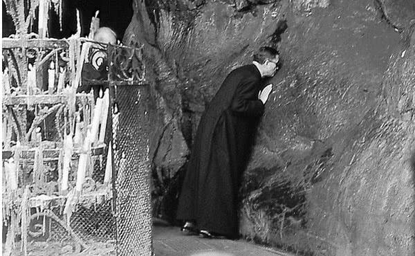 Opus Dei - São Josemaria em Lourdes