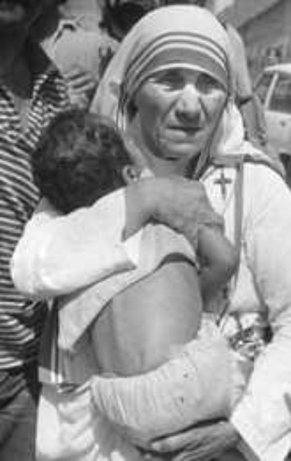 Teresa de Calcuta, enriquecida por la pobreza