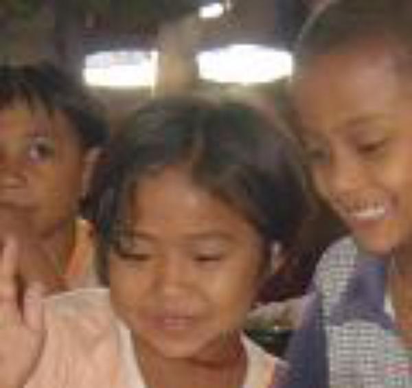 Grup internaţional de studenţi construiesc un orfelinat în Mae Sot, Thailanda