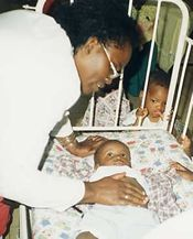 À l'orphelinat des enfants malades du sida à Kinshasa.