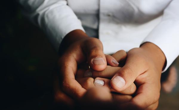 Comentario al Evangelio: Solo el amor vence al odio