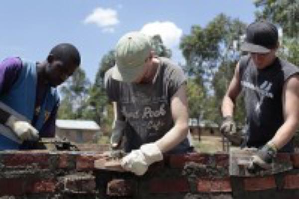Eine Chance für junge Frauen: Bildungsangebot und Aidsprävention