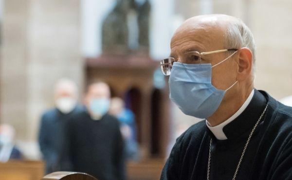 Mgr Ocáriz : Préparons-nous à recevoir en cet Avent le cadeau de la nouvelle Nativité