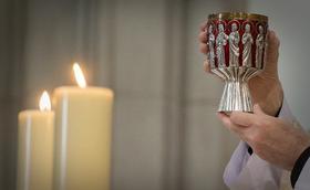 Uniti in comunione: si prega con tutta la Chiesa