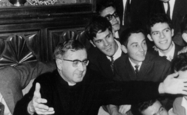 Opus Dei - Um sacerdote que só fala de Deus