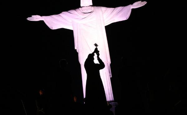 Opus Dei - Bênção com a Relíquia de São Josemaria no Cristo Redentor
