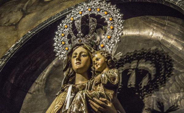A Marian Month: Praying with Pope Francis