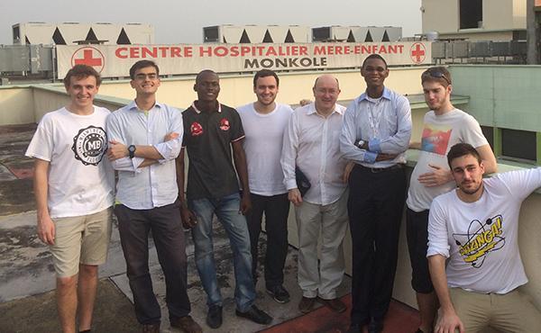 Futuros engenheiros... num hospital da R.D. Congo