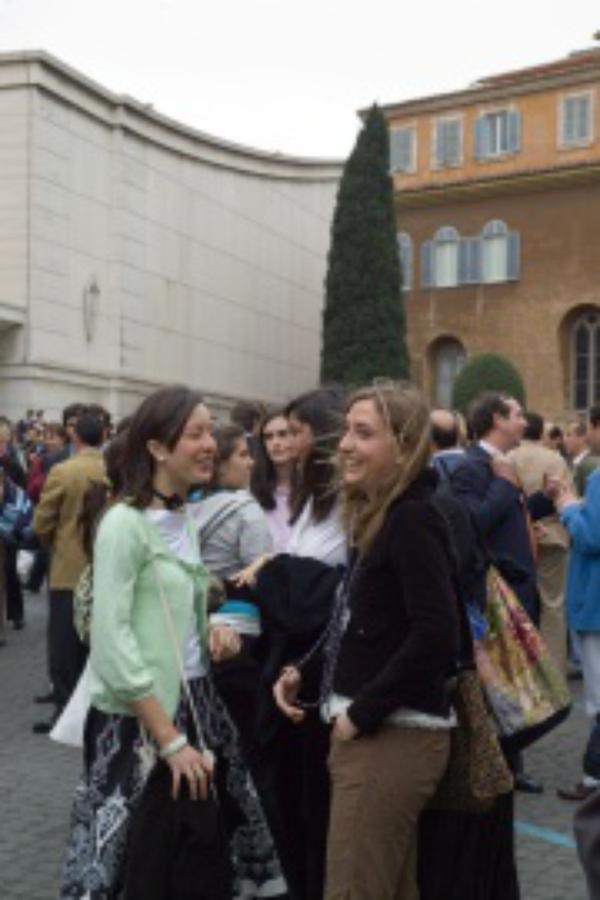 """Benedicto XVI: """"Las mujeres no abandonaron a Jesús"""""""