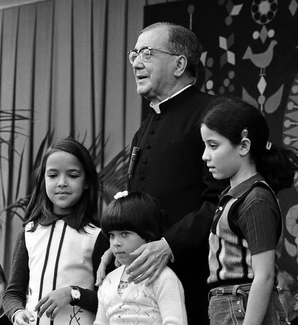 Opus Dei - San Josemaría y la Educación de los Hijos