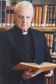 "Entrevista a Mons. José Luis Illanes acerca da revista ""Studia et documenta"""