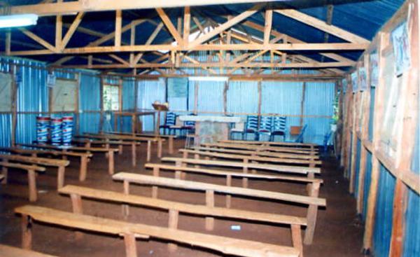 Uma igreja dedicada a São Josemaria em Muniaka (Quênia) construída pelos paroquianos
