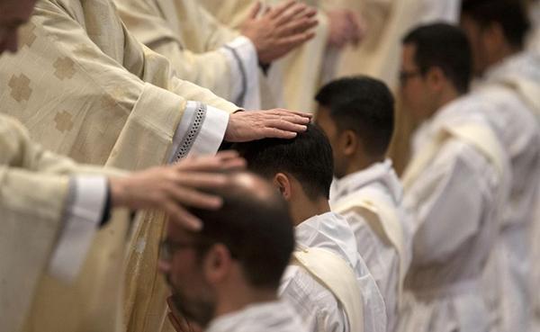 """Cardenal Parolin: """"Ser pastor és assumir l'estil de vida de Jesús"""""""