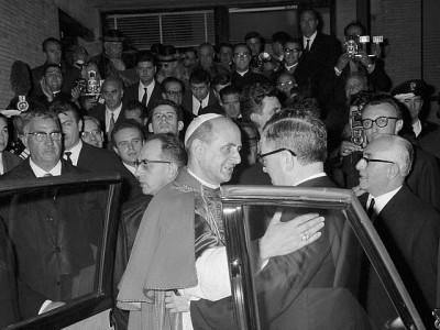 Noviembre de 1965: San Josemaría Escrivá con el Papa Pablo VI en el Centro ELIS (Roma)