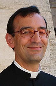 Bi hamarkadaz Donostian irakasle izan ondoren, aurten apaiztu da Nicolas Prieto