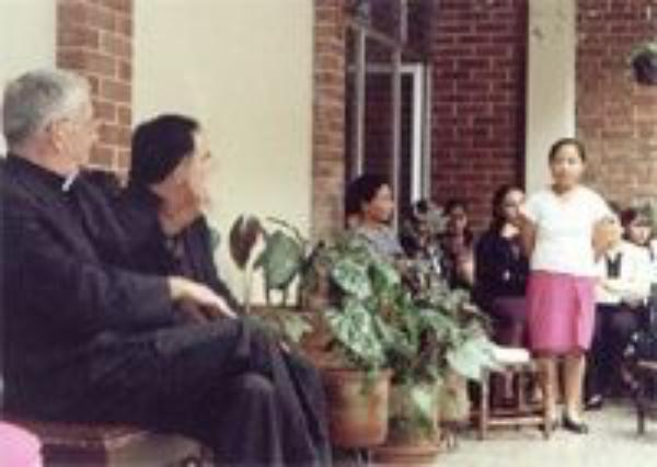 Arzobispo visita la Escuela Zunil
