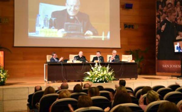 """El Obispo clausura El VIII Simposio San Josemaría, """"Diálogo y Convivencia"""""""