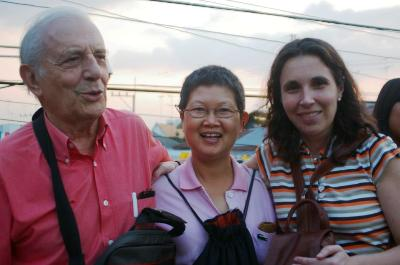 José Luis Olaizola di Thailand bersama Rasami dan salah seorang putrinya.