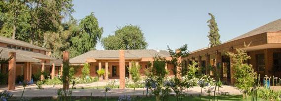 La Escuela posee un adecuada infraestructura con diversas instalaciones.