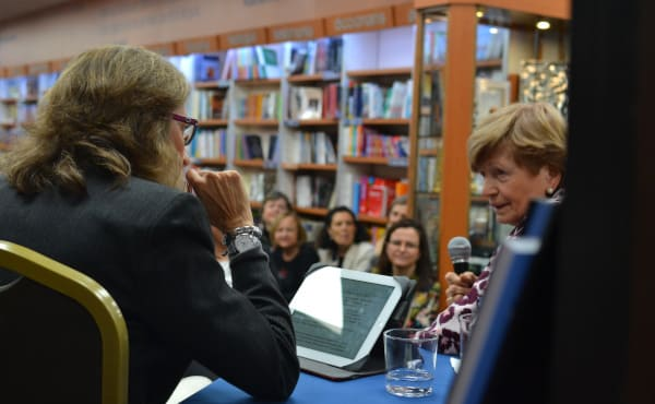 Marlies Kücking answers questions at a book launch event in Barcelona earlier this month.