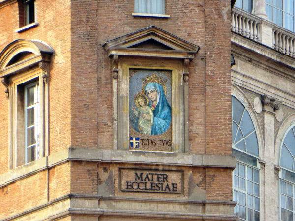 A história do mosaico de Maria, Mater Ecclesiae, na praça de São Pedro