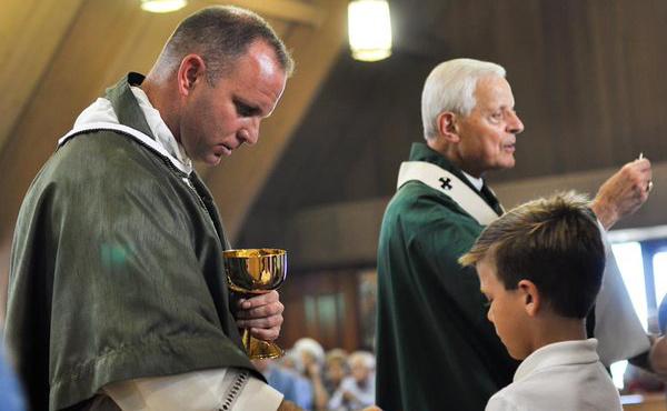 Fr. Larry, el día de su asentamiento como párroco en Maryland.