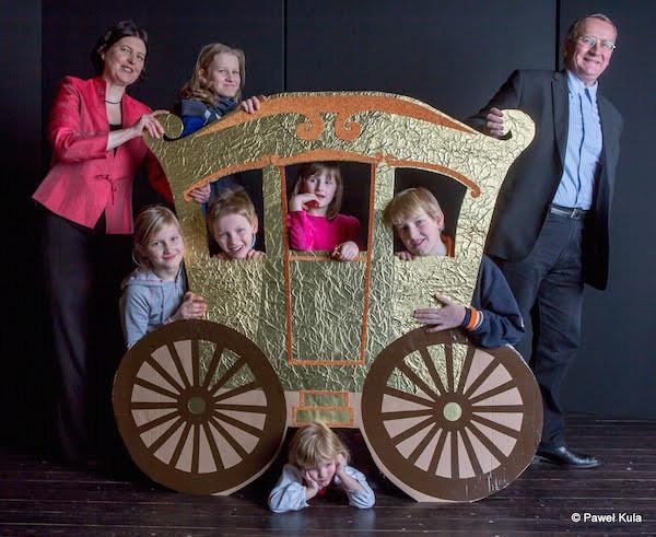 Anna Murawska con su marido y sus hijos.