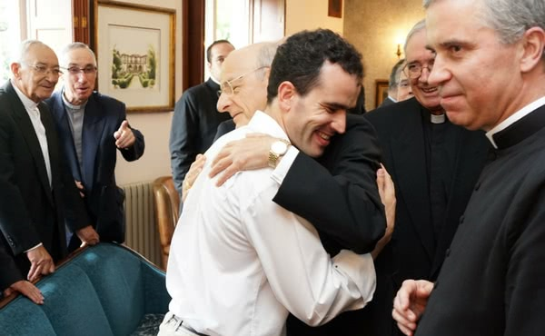 O Prelado cumprimentou especialmente Tiago, um seminarista de Braga que padece de uma cegueira progressiva desde a infância