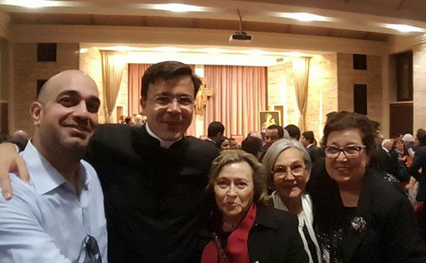Mn. Rafael Peró amb la seva família
