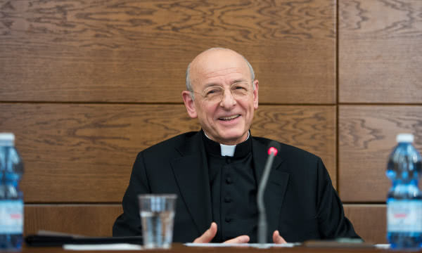 Mons. Fernando Okariss, Opus Dei jaunais prelāts.