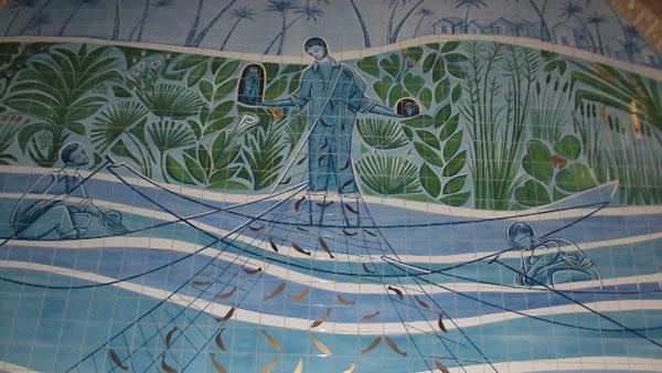 Mosaico de Calúdio Pastro no Santuário nacional de Aparecida: representa o momento em que os pescadores encontraram corpo e cabeça da imagem de Nossa Senhora.