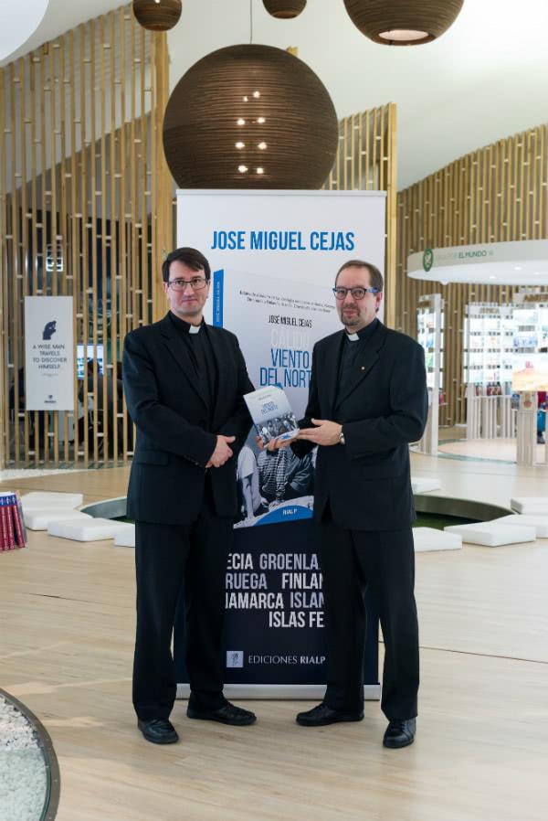 Mons. Raimo Goyarrola, vicario general de la diócesis católica de Helsinki, y el Rvdo. Juhani Holma, pastor luterano, director del Centro de Formación Litúrgica de la Iglesia Luterana en Finlandia.