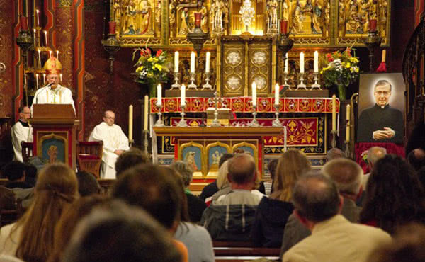 Mgr. Hendriks, hulpbisschop van het bisdom Haarlem-Amsterdam.