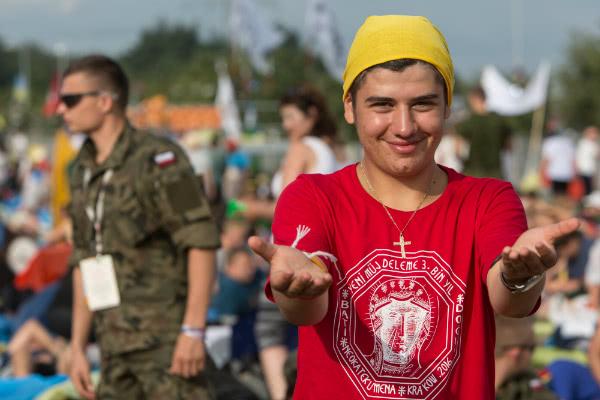 Emanuel Umuc, turco, reza por la paz «y por cada uno, independientemente de a quién apoye políticamente». Fotografía: Ismael Martínez Sánchez.