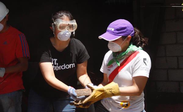I volontari dell'Università Panamericana si sono recati non solo nelle zone terremotate di Città del Messico, ma sono andati anche a Morelos e Puebla  per dare una mano nei lavori di ricostruzione.