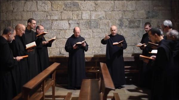 La vida de oración de los monjes culmina en la oración del Oficio divino y de la sagrada Liturgia
