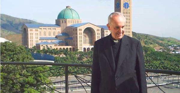 O Cardeal Bergoglio – hoje Papa Francisco - quando foi a Aparecida, ficou encantado com a fé simples e profunda das pessoas.