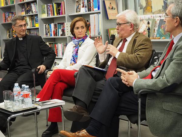 """""""Como comunicadora, me quedo con el contraste entre la portada del libro y su contenido"""", señaló María Merino Bobillo"""